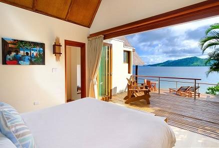 Island-Plunge-Pool-Bedroom-Interior